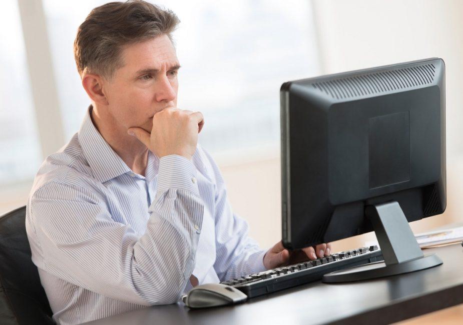 Какие специалисты должны пройти проверку знаний по охране труда