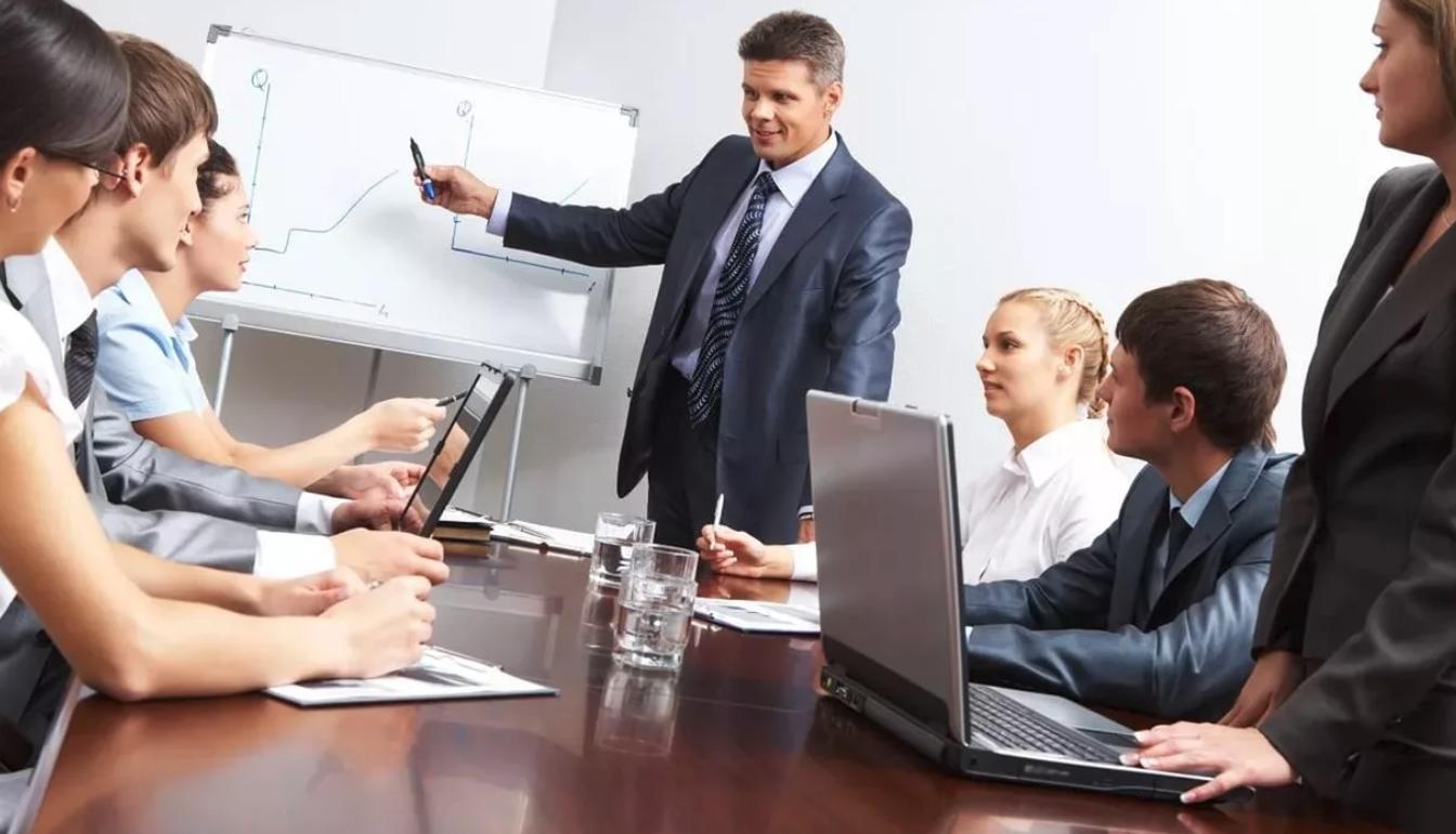 Более половины населения РФ считают себя инициативными сотрудниками