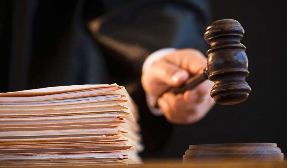 Суд принудил работодателя заключить с сотрудником бессрочный трудовой договор