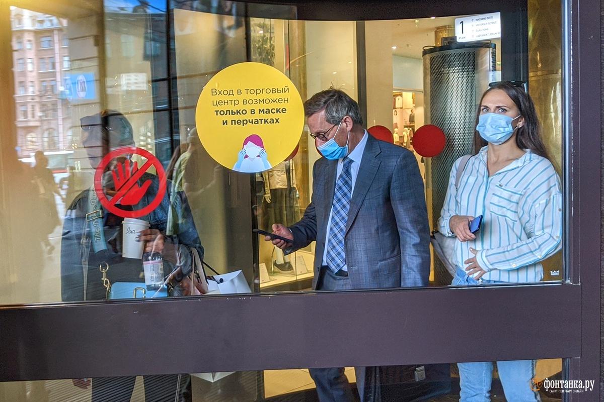 Посетителей московских ТЦ штрафуют за отсутствие маски
